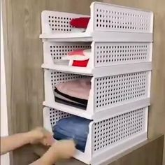 🤩The super practical storage basket makes your life more tidy.💝 Home Organization Hacks, Closet Organization, Bedroom Closet Design, Bedroom Decor, Bathroom Interior, Bathroom Ideas, Modern Bathroom, Master Bathroom, Pink Home Decor