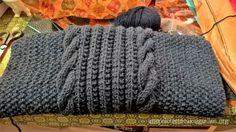 Cette écharpe a une histoire très personnelle et particulière. Elle avait été débutée par ma grand-mère adorée, il y a un peu plus d'un an. Elle ne pouvait plus beaucoup tricoter car elle n'avait plus beaucoup de forces, mais elle tenait à la réaliser...