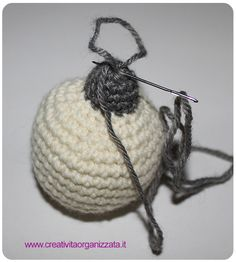 Pallina a uncinetto 4 Holidays And Events, Crochet Hats, Texture, Christmas Ornaments, Knitting, Holiday Decor, Creativity, Anna, Amigurumi