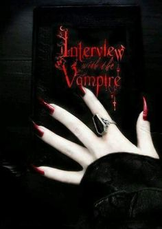 Interview with a vampire Vampire Love, Gothic Vampire, Vampire Art, Dark Gothic, Gothic Art, Gothic Images, Supernatural, Vampire Pictures, The Vampire Chronicles