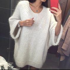 Это не наш свитер, но мы бы с радостью его повторили)) можно спустить на 1 плечо))