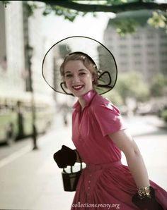 1950s-Fashion---Fifth-Avenue-Style-in-1952---Brigida-Dammes