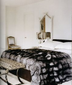 { Fur Blanket } I wanta lay here and read game of thrones or Harry potter or the lion, the witch and the wardrobe