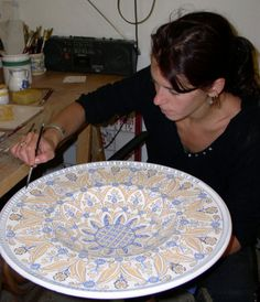 GO TO Sbigoli terrecotte in FLORENCE to shop for ceramics and see artisans at work....maybe even take a ceramic painting workshop...www.artshoptuscany.com/artigiani/sbigoli-terrecotte/ www.susananallen.com