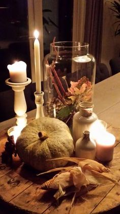 Herfst decoratie - Apocalypse Now And Then Thanksgiving Centerpieces, Table Centerpieces, Table Decorations, Fall Vignettes, Diy Porch, Diy Pumpkin, Korn, House And Home Magazine, Autumn Inspiration