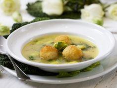 Rosenkohlsuppe mit gebackenen Kartoffelbällchen   Zeit: 40 Min.   http://eatsmarter.de/rezepte/rosenkohlsuppe-mit-gebackenen-kartoffelbaellchen