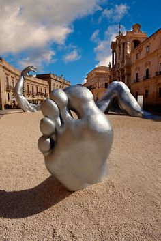 """The Awakening"" a 70 ft sculpture aluminuim sculpture by Seward Johnson - Duomo square, Siracusa, Sicily Outdoor Sculpture, Outdoor Art, Sculpture Art, Seward Johnson, Installation Street Art, Amazing Art, Amazing Places, Design Graphique, Italian Art"