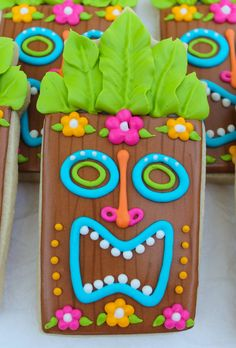 SweetTweets Luau Tropical Summer Tiki Statue by SweetTweetsOnline