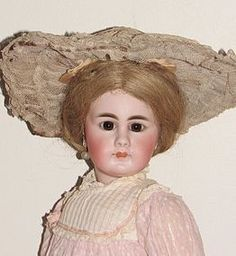 SH 939, Closed Mouth, Antique Clothes, 17.5 inch - FARAWAY ANTIQUE SHOP on Doll Shops United. #dollshopsunited http://www.dollshopsunited.com/stores/faraway/items/1305229/SH-939-Closed-Mouth-Antique-Clothes-175-inch