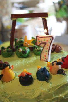 pantonejane.blogspot.com Angry Bird birthday cake