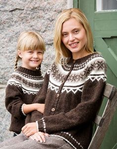 Rundstickad kofta och tröja (in Swedish with charts) Love Knitting, Fair Isle Knitting, Knitting Patterns Free, Knit Patterns, Knit Jacket, Knit Cardigan, Cardigan Design, Icelandic Sweaters, Mittens Pattern