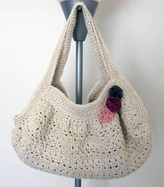 Con aplicaciones cuadradas. Free Crochet Purse Patterns | http://www.craftster.org/forum/index.php?topic=344420.0