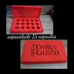 Caixa para capsulas de Dulge Gusto - Capacidade 15 cápsulas. <br>Pintada - Tinta Fosca -R$89,00 - Á cor á combinar com o cliente. <br>Craquelada R$ 110,00 - Á cor á combinar com o cliente. <br> <br>Medidas: <br>Largura: 21cm <br> Altura :7cm <br>Comprimento :35cm <br>Peso: 600g