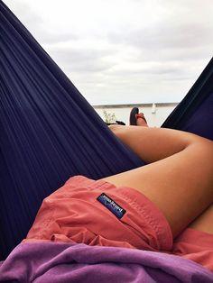 want patagonia shorts- summer camp perfection! Into The Wild, Estilo Converse, Patagonia Shorts, Patagonia Clothing, Patagonia Outfit, Patagonia Baggies, Summer Outfits, Cute Outfits, Girly Outfits