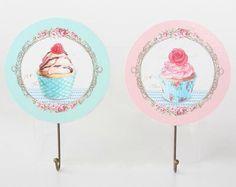 Colgador de pared cupcakes Decoupage, Vintage Wood, Stencils, Decorative Plates, Shabby Chic, Tableware, Cnc, Crafts, Cupcakes