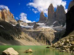 Parque Nacional Torres del Paine está ubicado entre el macizo de la cordillera de los Andes y la estepa patagónica, en la provincia de Ultima Esperanza - Chile