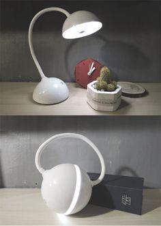 (국내정보) #스탠드 #조명 입니다. 여느 스탠드와 같이 기존엔 책상에 올려놓고 사용이 가능하지만, 접을 경우 램프처럼 들고다닐 수 있어 흥미롭습니다.