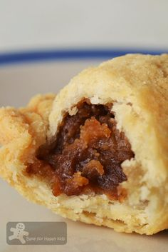 Bake for Happy Kids: Curry Puffs made with Traditional Melt-in-the-Mouth Pastry Malaysian Dessert, Malaysian Food, Baby Food Recipes, Snack Recipes, Dessert Recipes, Curry Puff Recipe, Puff And Pie, Homemade Pastries, Empanadas Recipe