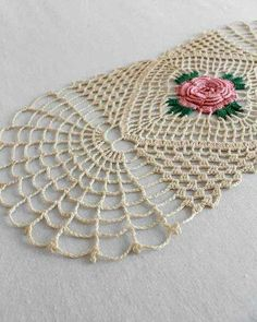 Picture of Solitary Rose Runner Crochet Pattern Crochet Puff Flower, Crochet Flower Patterns, Crochet Flowers, Knitting Patterns, Craft Patterns, Crochet Table Runner, Crochet Tablecloth, Crochet Doilies, Crochet Edgings