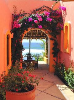 Central courtyard concept and range of colors found in traditional Mexican Hacienda style homes Mexican Style Homes, Mexican Home Decor, Spanish Style Homes, Spanish House, Spanish Colonial, Mexican Hacienda Decor, Spanish Patio, Mexican Bedroom, Mexican Decorations