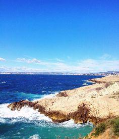 W⃝a⃝l⃝k⃝ t⃝o⃝ t⃝h⃝e⃝ R⃝a⃝m⃝a⃝t⃝u⃝e⃝l⃝l⃝e⃝ #elena_photography #france #lareserveramatuelle #lacroixvalmer #walk #sea #hiking #southoffrance ********************************** @__elena_photography . #elena_photography