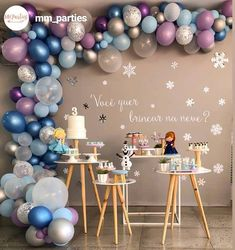 Frozen Balloon Decorations, Frozen Birthday Decorations, Frozen Balloons, Frozen Themed Birthday Party, Disney Frozen Birthday, Birthday Party Themes, Birthday Balloons, Bolo Frozen, Frozen 2