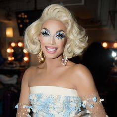 serving bubbly beauty at the Grand Finale! Be there for the Sudden Death Lip Sync Smackdown for the Crown 👑 TONIGHT at on 🏁💄💋 Valentina Rupaul Drag Race, Valentina Drag, Drag Queen Makeup, Drag Makeup, Judy Garland, Ru Paul, Best Drag Queens, Drag Queen Outfits, Rupaul Drag Queen