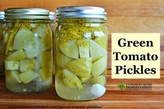 Green Tomato Pickles – Easy Pickled Green Tomato Recipe for Canning - Total Survival - I made up a batch of these green tomato pickles to use up some of the unripe tomatoes knocked off t - Canning Green Tomatoes, Pickled Green Tomatoes, Canning Vegetables, Veggies, Canning Tips, Home Canning, Canning Recipes, Tomato Pickle Recipe, Tomato Soup