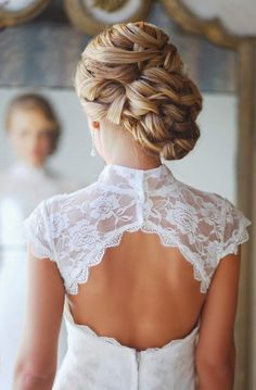 Wedding Hair Styles And Ways To Stay Clear Of Disaster.    Read more: http://simpleweddingstuff.blogspot.com/2015/02/wedding-hair-styles-and-ways-to-stay.html