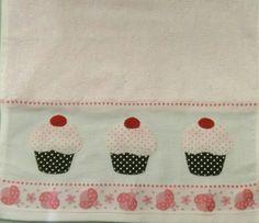 Cupcake em toalha infantil