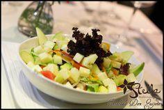 #EnsaladaDonQuijote... Combinación de lechuga romana, tomates, pepinos, manzana, cebolla y nuestro aderezo especial.