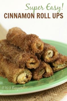 These Cinnamon Roll Ups are incredibly easy to make and VERY ADDICTING! Some people even call them Crack Rolls! They are one of my favorite 30 minute dessert recipes. You& want to get your kids in the kitchen to help. No Bake Desserts, Easy Desserts, Delicious Desserts, Dessert Recipes, Yummy Food, Awesome Desserts, Churros, Crack Rolls, Quiche