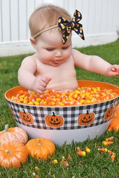 Halloween baby candy corn photoshoot, perfect for little ones first Halloween! Fall Baby Pictures, Newborn Pictures, Fall Pics, Holiday Pictures, Fall Photos, Halloween Baby Pictures, Baby First Halloween, Baby Candy, Monthly Baby Photos