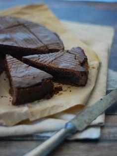 Gâteau basque tout chocolat et piment d'Espelette, à la poudre d'amande et cacao