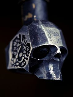 Rough cut Armor skull decoration