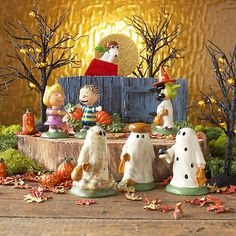 """NEW Dept 56 Peanuts Halloween 7 pc set """"The Great Pumpkin Is Coming"""" Charlie Brown Introduced January 2012 This set is now retiredDimensions: Backdrop. Halloween Home Decor, Holidays Halloween, Halloween Crafts, Happy Halloween, Halloween Decorations, Christmas Decorations, Halloween Lawn, Lawn Decorations, Disneyland Halloween"""