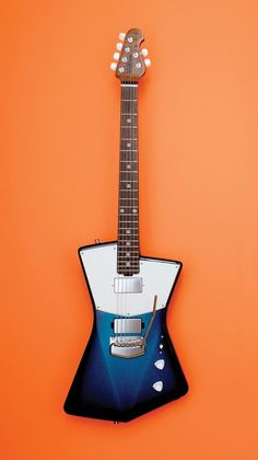 The wonderful St. Vincent (aka Annie Clark) has updated her signature collection of Ernie Ball guitars for unveiling an expanded and revamped line of axes on Wednesday. Guitar Rig, Guitar Body, Cigar Box Guitar, Music Guitar, Cool Guitar, Man Gear, Freestyle, Guitar Design, Music Instruments