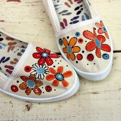 Květinové-natur-vel.35-40+na+obj.+Ručně+malované+bavlněné+botičky...+jedinečné+a+nepřehlédnutelné.+Malovány+ručně+kvalitními+barvami+na+textil+Dámské+pohodlné+baleríny+mají+jednoduchý+a+elegantnístřih.+Díky+kvalitnímu+materiálu+jsou+prodyšné,+lehké,+odolné+a+hodně+praktické,+jsou+vyrobeny+ze+100%+z+bavlny.+Nohy+Vás+v+nich+zaručeně+bolet+ani+tížit+nebudou...