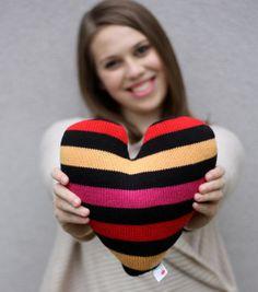 Rococò - a forma di piccolo cuore decorazione cuscino fatto da maglione di cotone riciclato