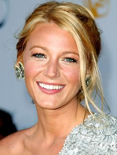BLAKE LIVELY'S HAIR photo | Blake Lively ... with steps