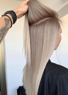 Amazing Blends Of Balayage Haarfarben für Frauen im Jahr 2019 - Amazing Blends . Amazing Blends Of Balayage Hair Colors For Women In 2019 - Amazing Blends Of Ba . - Amazing Blends Of Balayage Hair Colors For Women In 2019 - Amazing Blends - hair Balayage Hair Blonde, Blonde Highlights, Blonde Streaks, Haircolor, Balayage Color, Bleach Blonde, Blonde Wig, Blonde Brunette, Ombre Hair Color