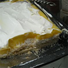 Lemon Lush - also delicious with butterscotch or chocolate.Reduce the amount of powdered sugar to 1 cup otherwise it is too sweet Layered Desserts, Desserts For A Crowd, Easy Desserts, Delicious Desserts, Yummy Food, Healthy Desserts, Lemon Lush Recipe, Lemon Recipes, Sweets Recipes