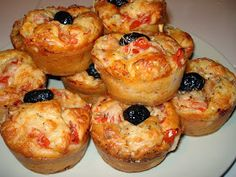 The best recipe for Savory Pizza Muffins! To try it is to adopt it! Ingredients: 180 gr of flour 1 sachet of baking powder 150 gr of white ham 10 cl of olive oil 10 cl of milk 100 gr of grated cheese 3 eggs salt and pepper … Tapas, Streusel Muffins, Pizza Style, Snacks, Antipasto, Muffin Recipes, Finger Foods, Food And Drink, Cooking Recipes