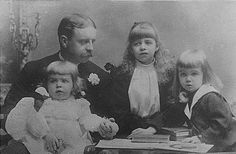 Elliott Roosevelt (brother of Teddy) with his 3 children: Hall, Eleanor and Elliott, Jr. Eleanor became the wife of Franklin Delano Roosevelt. Eleanor Roosevelt, Theodore Roosevelt, Roosevelt Family, Nu'est Jr, American Presidents, American History, 32 President, Franklin Delano, Persecution