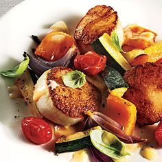 Seared Scallops with Summer Vegetables and Beurre Blanc - Fresh Tomato Recipes - Cooking Light Mobile Fish Dishes, Seafood Dishes, Seafood Recipes, Clam Recipes, Dinner Recipes, Shellfish Recipes, Tasty Dishes, Dinner Ideas, Main Dishes