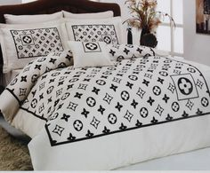 gucci bedding fall gear pinterest gucci bedrooms and comforter. Black Bedroom Furniture Sets. Home Design Ideas