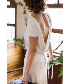 Get inspired by these simple and beautiful wedding dresses that are perfect for the minimalist bride. Celine, Wedding Trends, Wedding Styles, Wedding Ideas, Wedding Looks, Dream Wedding, Minimalist Dresses, Bridal Gowns, Wedding Dresses