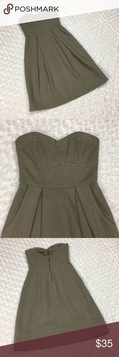 Sleeveless Strapless Pleated Dress w 2 pockets. H&M Sleeveless Strapless Pleated Dress Size: EUR 34, US 4, FR 4, CN 165/80A Gently used, very small hole on the top layer of material at the top of the right breast. There are a few strings that are darker in color than the gray of the dress that were sewn in the material by the manufacturer which make it look like there are very tiny specks. They are not noticeable unless looked at very closely. SEE PHOTOS. Please note: Color may vary slightly…