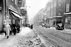 Rue Saint-Jean, 1947 - in Quebec - Wikimedia Commons Quebec Montreal, Old Quebec, Old Montreal, Quebec City, Saint Médard, Saint Jean, Westminster, 1920s, Chute Montmorency