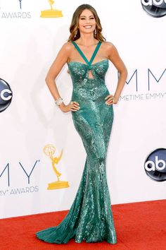 Emmy Awards Sofia Vergara showed off her sexy curves in a shimmery, embellished teal Zuhair Murad gown. Celebrity Red Carpet, Celebrity Style, Star Wars Outfit, Beautiful Dresses, Nice Dresses, Ball Dresses, Red Carpet Gowns, Glamour, Look Chic